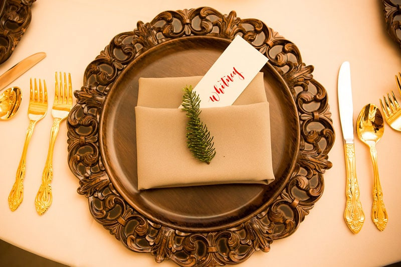 name card with pine decor
