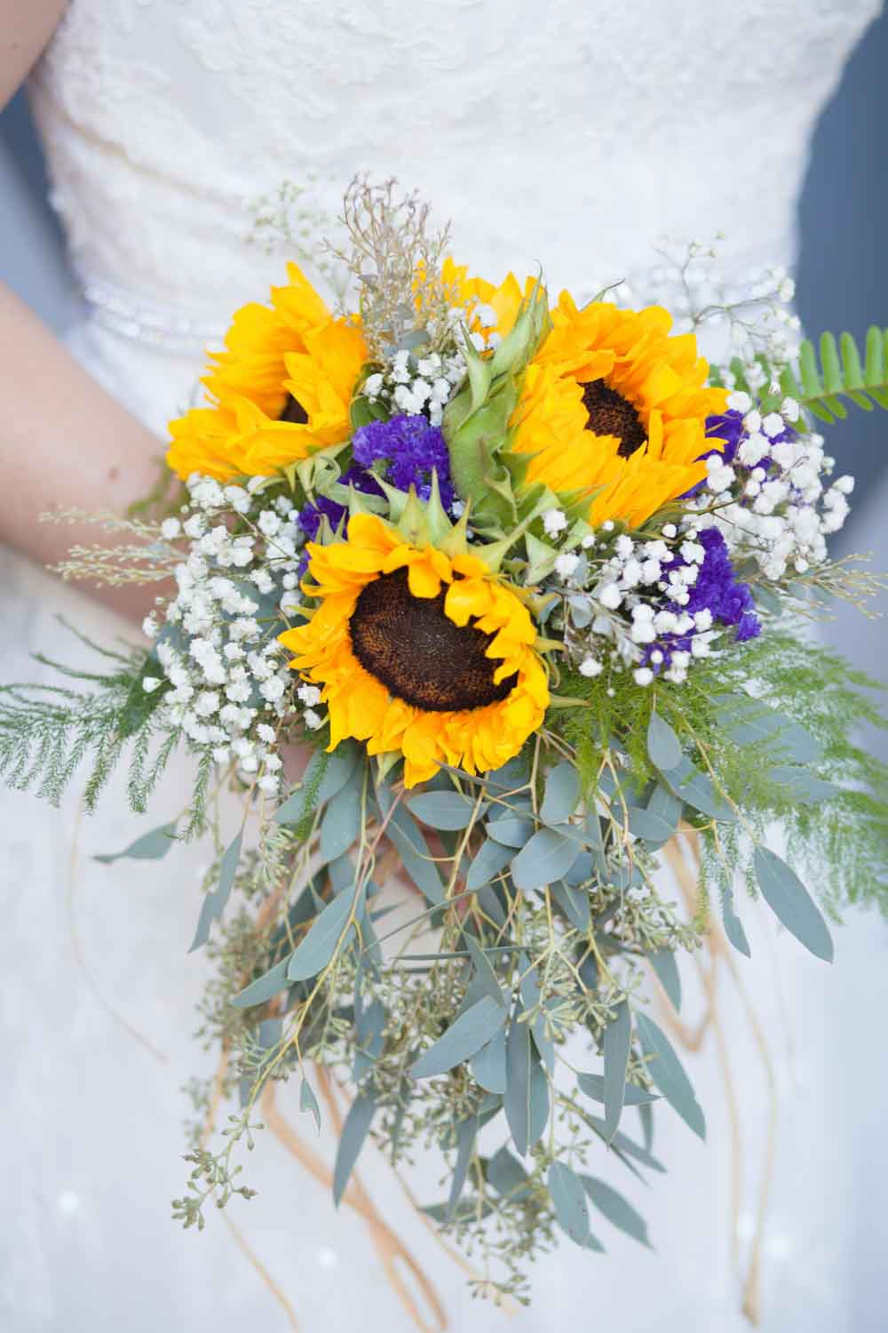 sunflower and babys breathe bridal bouquet