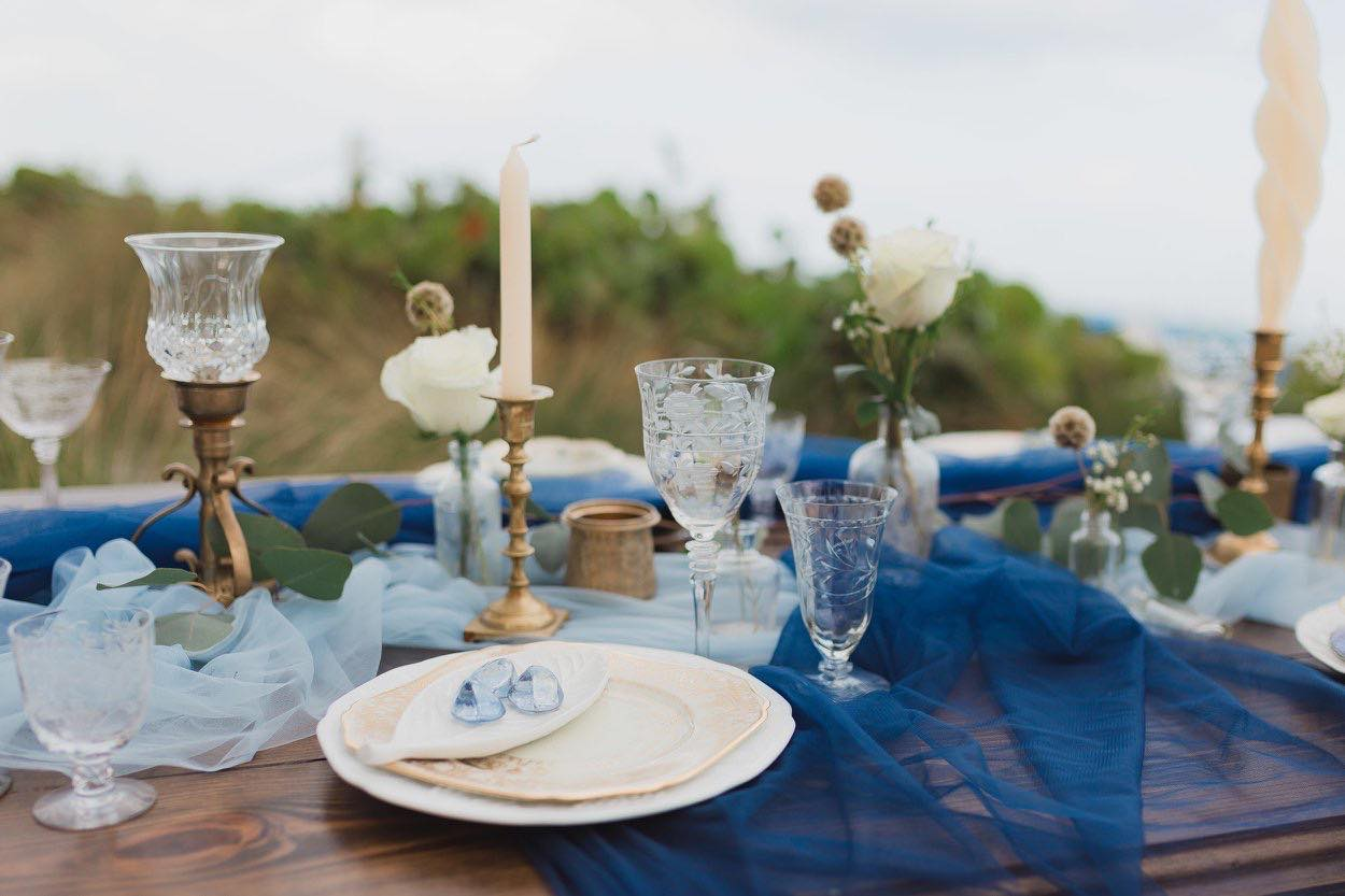 Blue and light blue chiffon on a wedding table