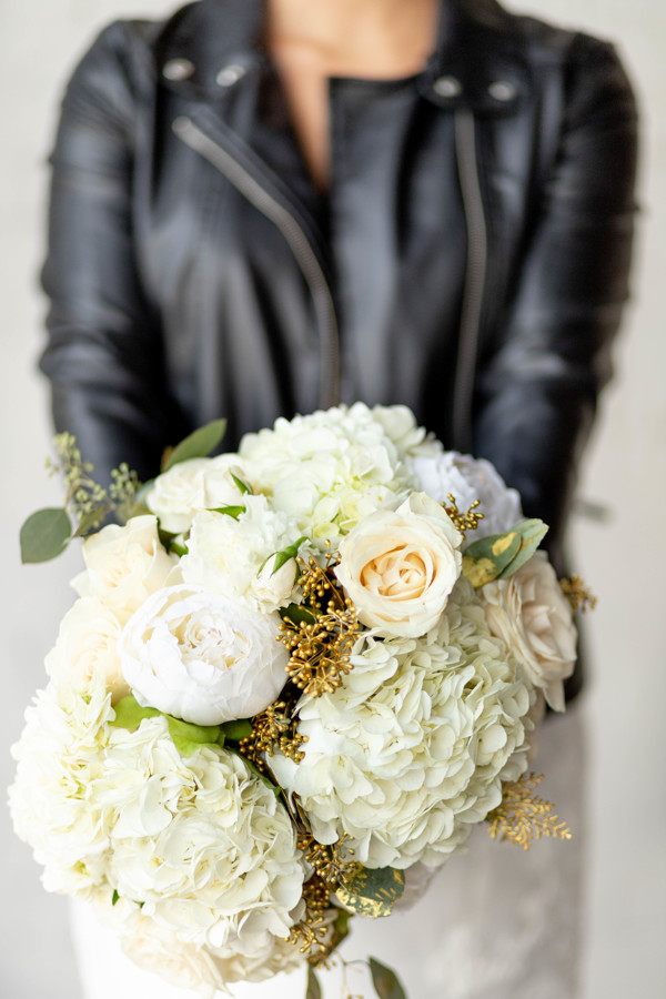 White bouquet of wedding flowers.