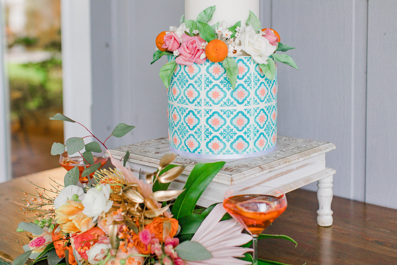 Hand painted details on Old Florida inspired wedding cake